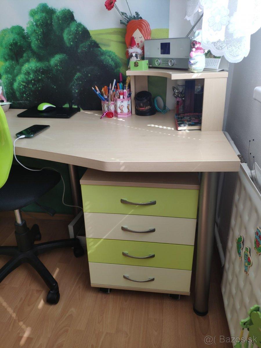 Detská izba - skriňa,posteľ,stol,stolička,komoda,koberec - Obrázok č. 1