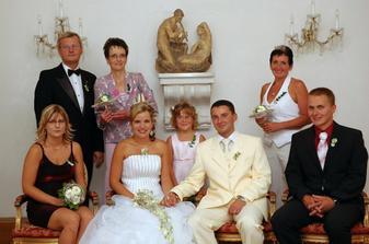 rodiče a svědci s úžasnou družičkou
