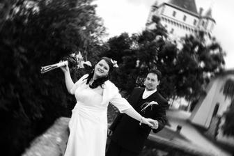 Veselá nevěsta, vážnější ženich... ví, co ho čeká???...