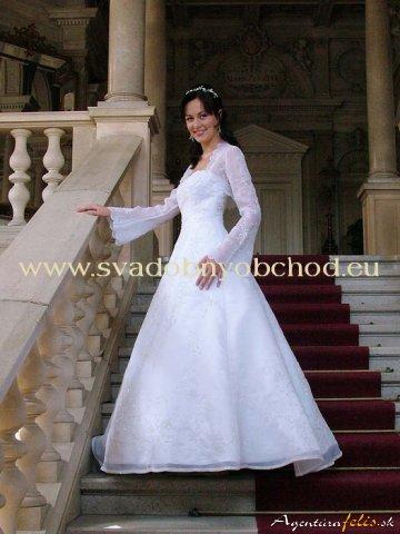 Prípravy na našu svadbu 19.09.2009 - Niekoľko peknučkych šiat ...