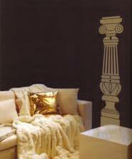 Také použijeme, vedle stolku na televizi z každe strany jeden sloupeček a nad ním by byl Anubis a uprostřed ten Tutanchamon