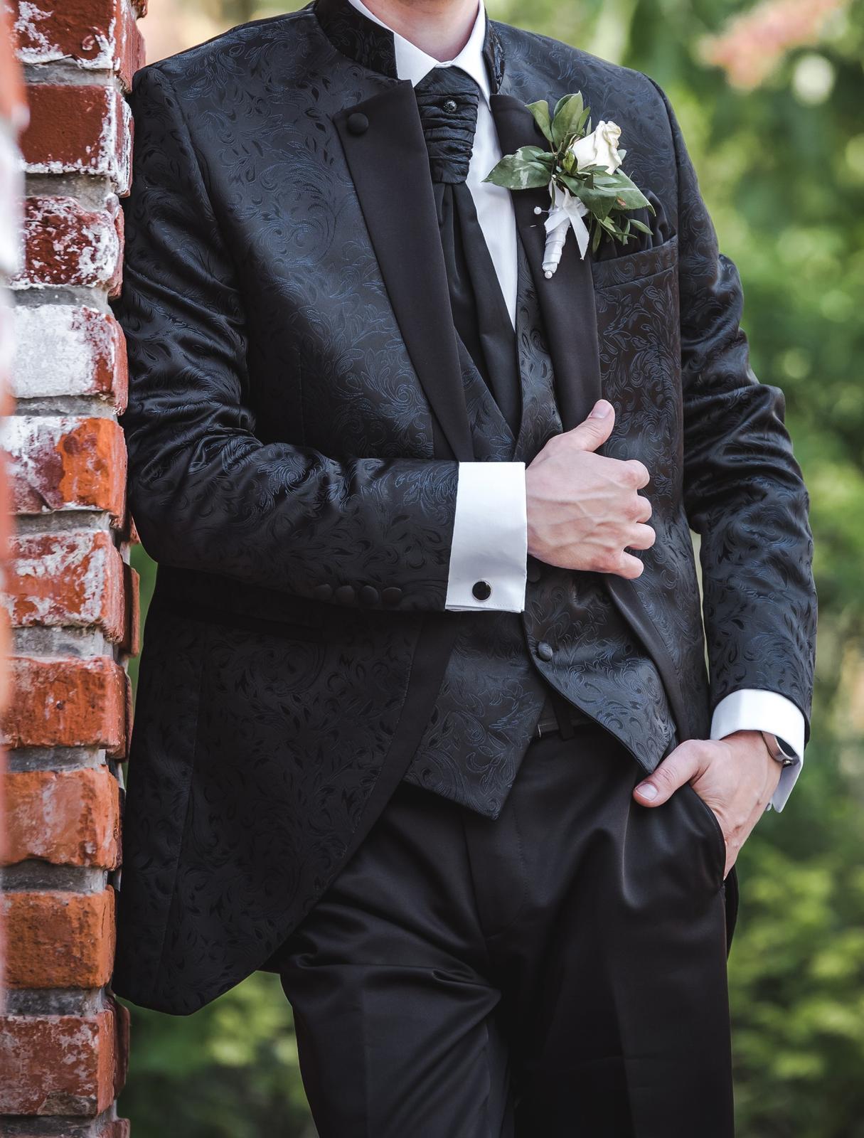Netradičný svadobný oblek - Obrázok č. 1