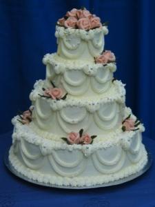 A už je to za nami:-( - Túto tortu budeme mať ako svadobnú, len bude trojposchodová a namiesto vrchných kvietkov bude nevesta so ženíchom:-)