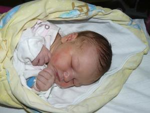 30.3.2012 3,9kg 52cm naše zlatíčko Sofinka