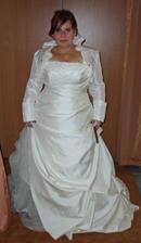 šaty 4. - naprostá dokonalost (v rámci možností :o) ), si budu přát snad i aby foukalo :o)