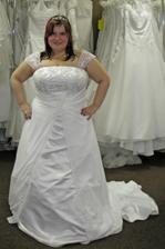 šaty 6. - také trošku větší, ale dá se to .o) Výhoda možnosti i bez ramínek