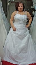 šaty 9. - druhé favoritky, konečně srdíčkový výstřih! :o) Prostě nádhera, připadala jsem si úžasně