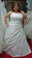 šaty 12. - taky moc krásné, bohužel jsou mi velké, chtělo by to víc zabrat, ale to by se musely zabrat, šněrovačka byla na plno