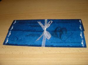Oznámení - zabalené v průhledném modrém papíru :o)