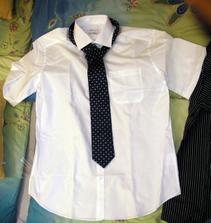 Oblečení ženich - Košile s kravatou na převlečení varianta 1. Kravata je velmi tmavá, ale je krásně modrá, těžko se to fotí.