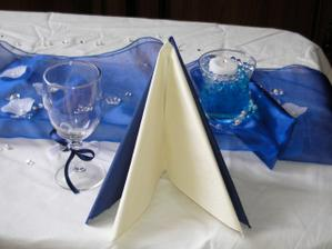 Dekorace - prostření 1 - ubrousky, svíčka a sklenička