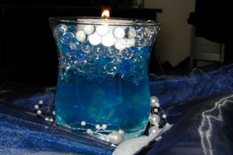 Dekorace - svíčka s gelovkama a perličky na vlasci