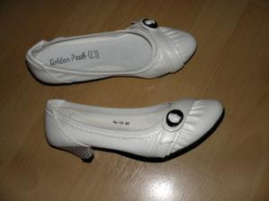Druhé botky - konečně podpatek jen 3.5 cm, myslím, že v nich vydržím opravdu dlouho. Přemýšlím o bílé šifónové stužce na stříbrnou přesku