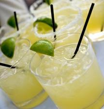 Koktejl příjemně ve vedru osvěží
