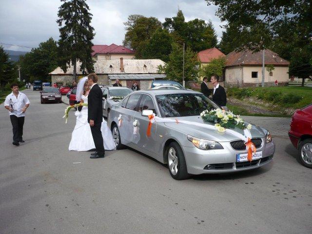 Ivana Solárová{{_AND_}}Stanislav Hulina - ... pred kostolom