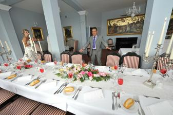 hostina v modrém salonku