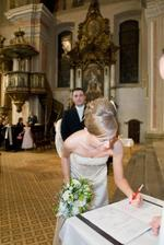 """najprv som sa podpisala """"starym""""menom a potom na miesto svedka...:-))"""