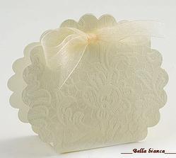 ...darčeky pre hostí...krabička s pralinkou...a využijem to aj ako menovku : )