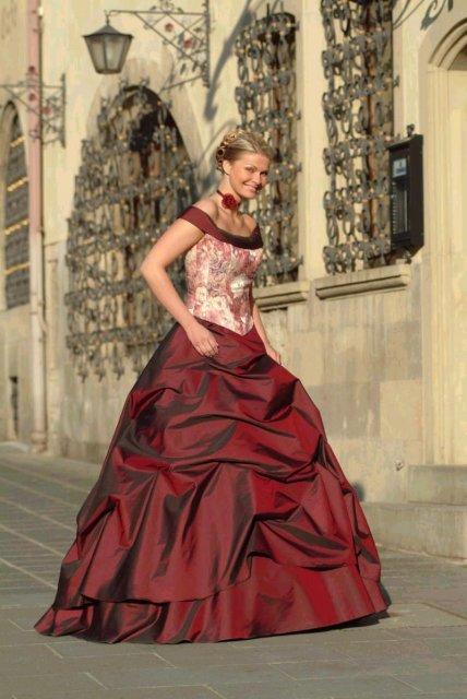 Svatební šaty - růžové i červené až do bordó - Obrázek č. 22