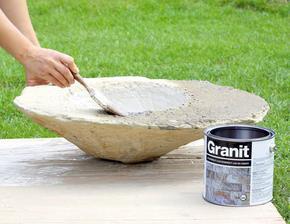 10. LAK NA BETÓN Okolie jazierka natrieme lakom na betón, aby sme zabránili jeho nasiaknutiu dažďovou vodou.