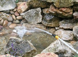 11. jazierko obložíme kameňmi, napustíme vodou a pustíme čerpadlo.