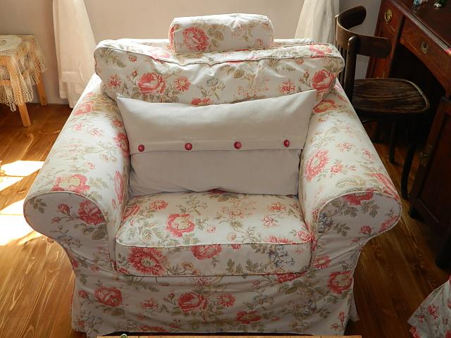 Náš už bývalý domček - uz aj vankuse dostali novy vzhlad :) cervene budu na vianoce :)