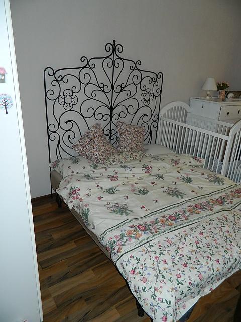 Náš už bývalý domček - kusok zo spalne, mam nove navlecky :)