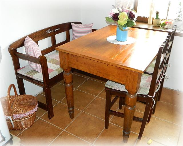 Náš už bývalý domček - uz to vyzera lepsie, este doopravovat stol