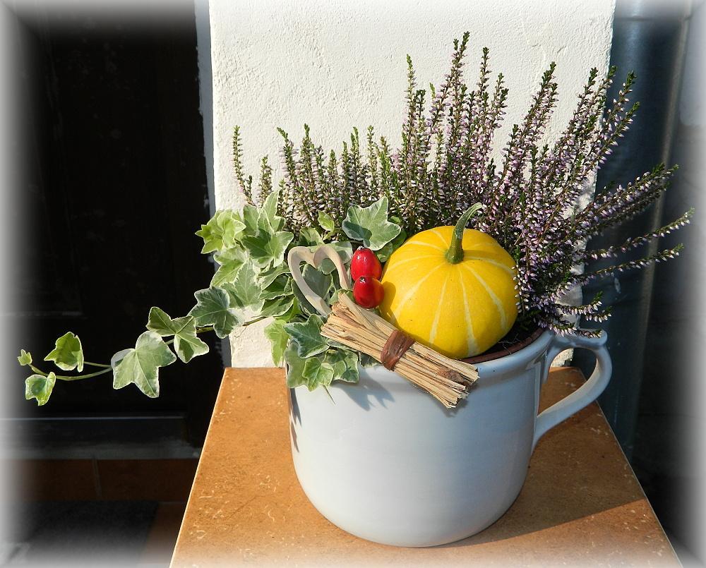 Náš už bývalý domček - Zmenena jesenna dekoracia do mojho starozitneho serblohrnca :)