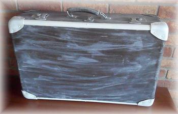 troska upravujem aj stary kufor, este z druhej strany musim a prelakovat. :)