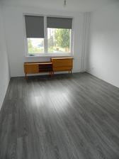 Buduca spalna, konecne lepsie vidiet farbu podlahy :) Este listy treba