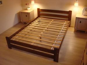 Takuto postel mame len sirsiu a tvavsiu hnedu. Len nechat su taku ale co s nou? teraz by som uz inu farbu volila ale bola kupovana ku starozitnemu nabytku ale ten ide prec