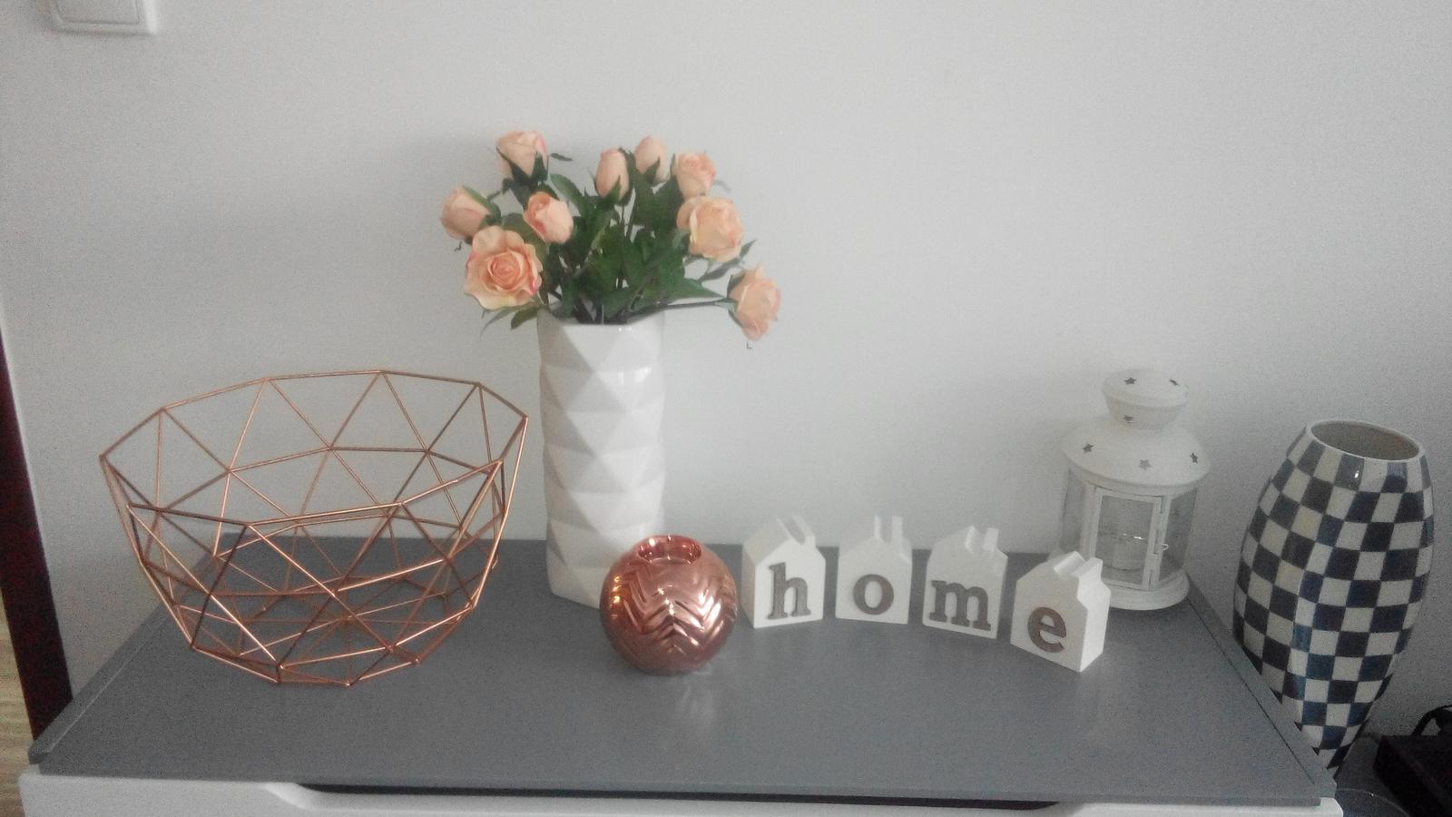Obyvačka - Jedálen - Urobila som si dnes radost :-) kosik, vaza a svietnik v tvare gule :)