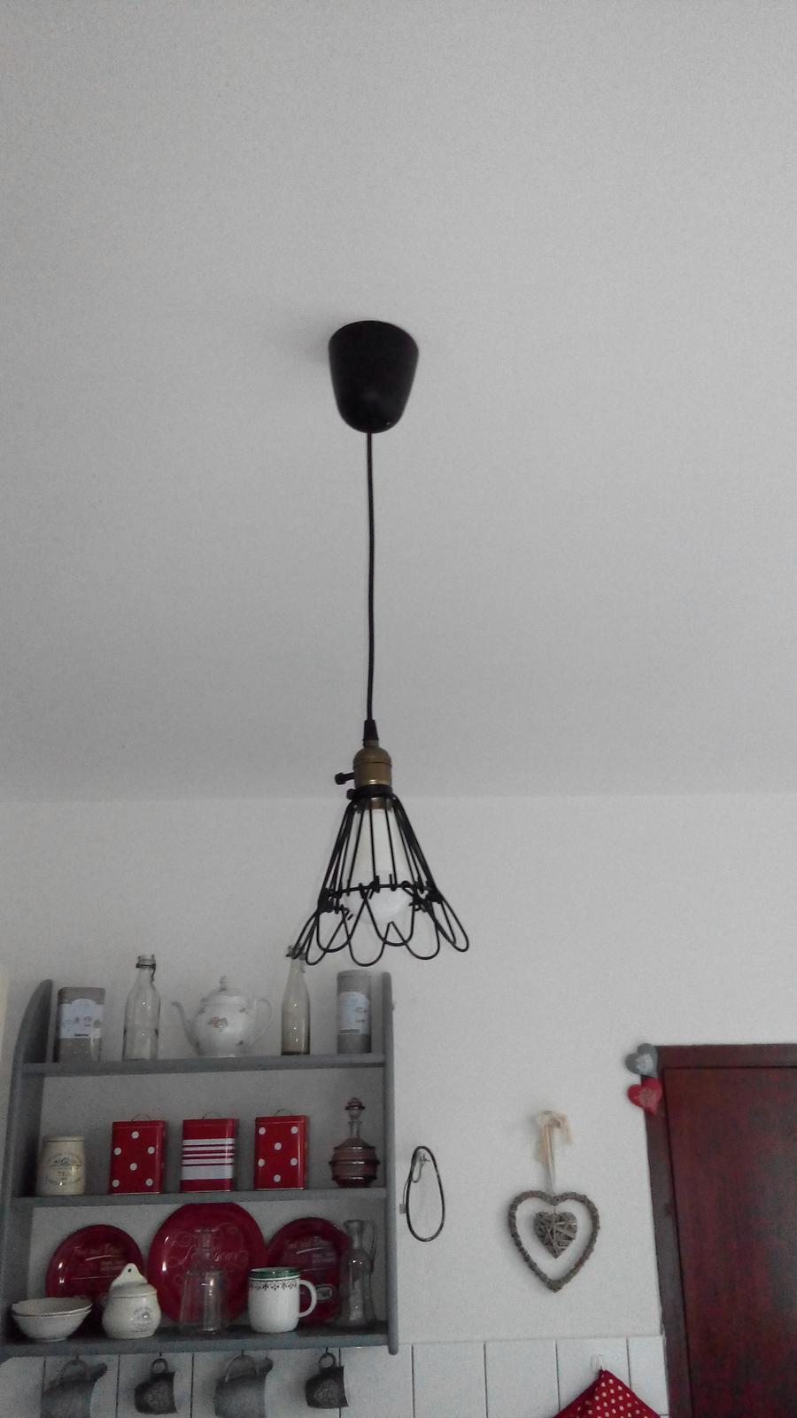 Kuchyňa - Hura, konecne mam zavesenu lampu :-)