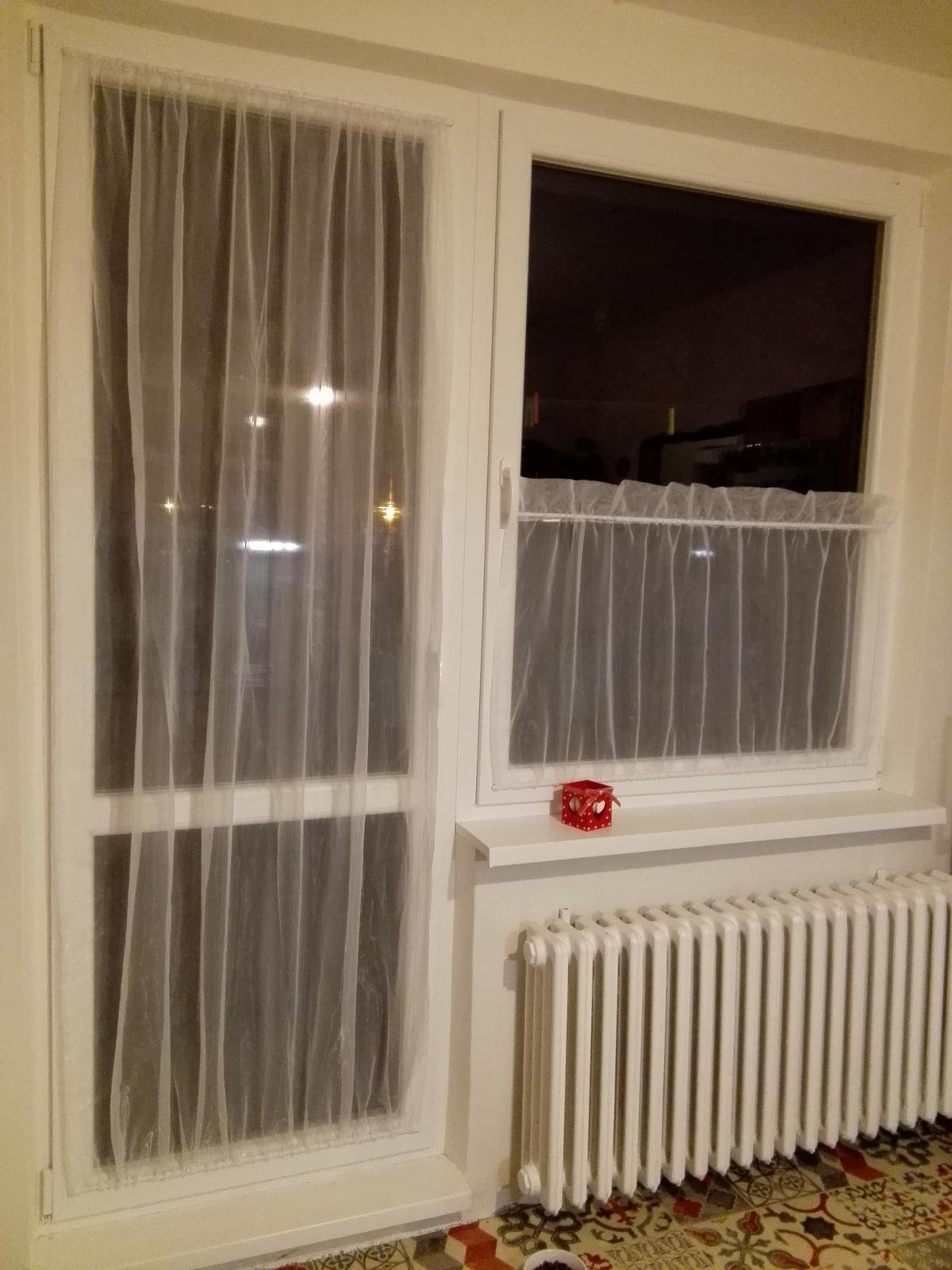 Kuchyňa - Rysuje sa zaclona na okno :-) este musime zajtra doladit