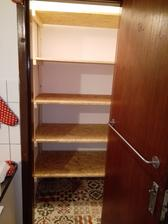 Konecne sme spravili nove police do spajze :-) na rade su dvere :-)