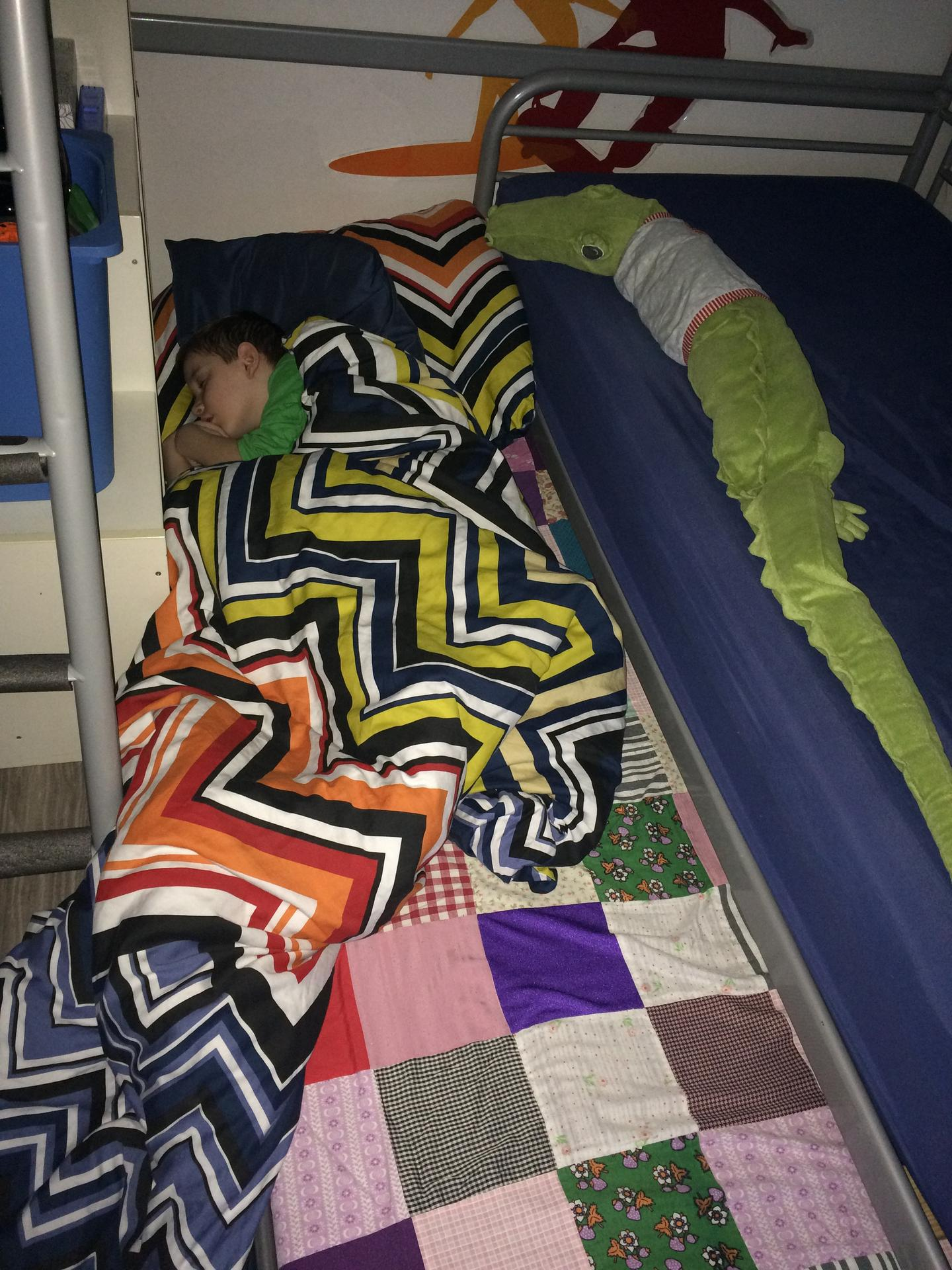 Detská izba - Aj otestovana. ☺️ Ulozite viecer dieta normalne do postele a rano ho najdete dole 😂