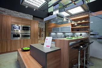zatial u mňa vyhrava kuchyna Oresi samoa:) pači sa mi ako je riešená:)