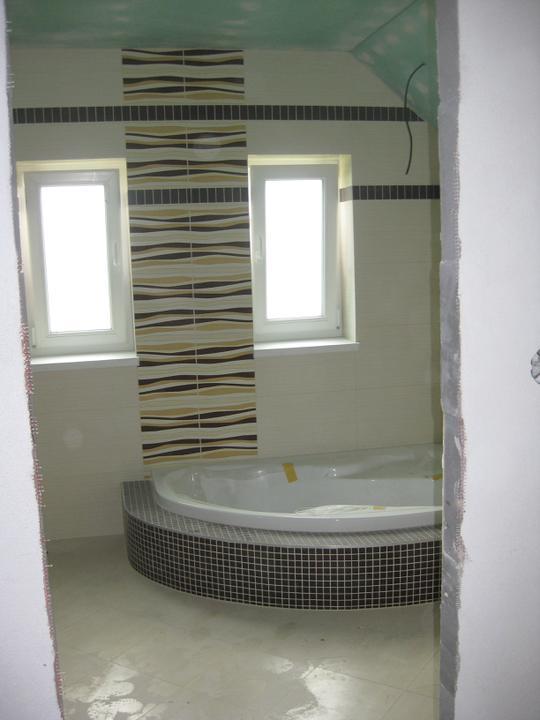 Náš domček - Kúpeľňa - pohlad z chodby