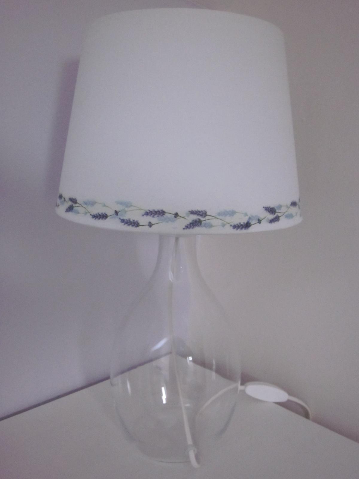 Moje výtvory - Tak dlouho jsem scháněla stínudlo na lampu s levandulemi, až jsem se naštvala a udělala si ho :-)