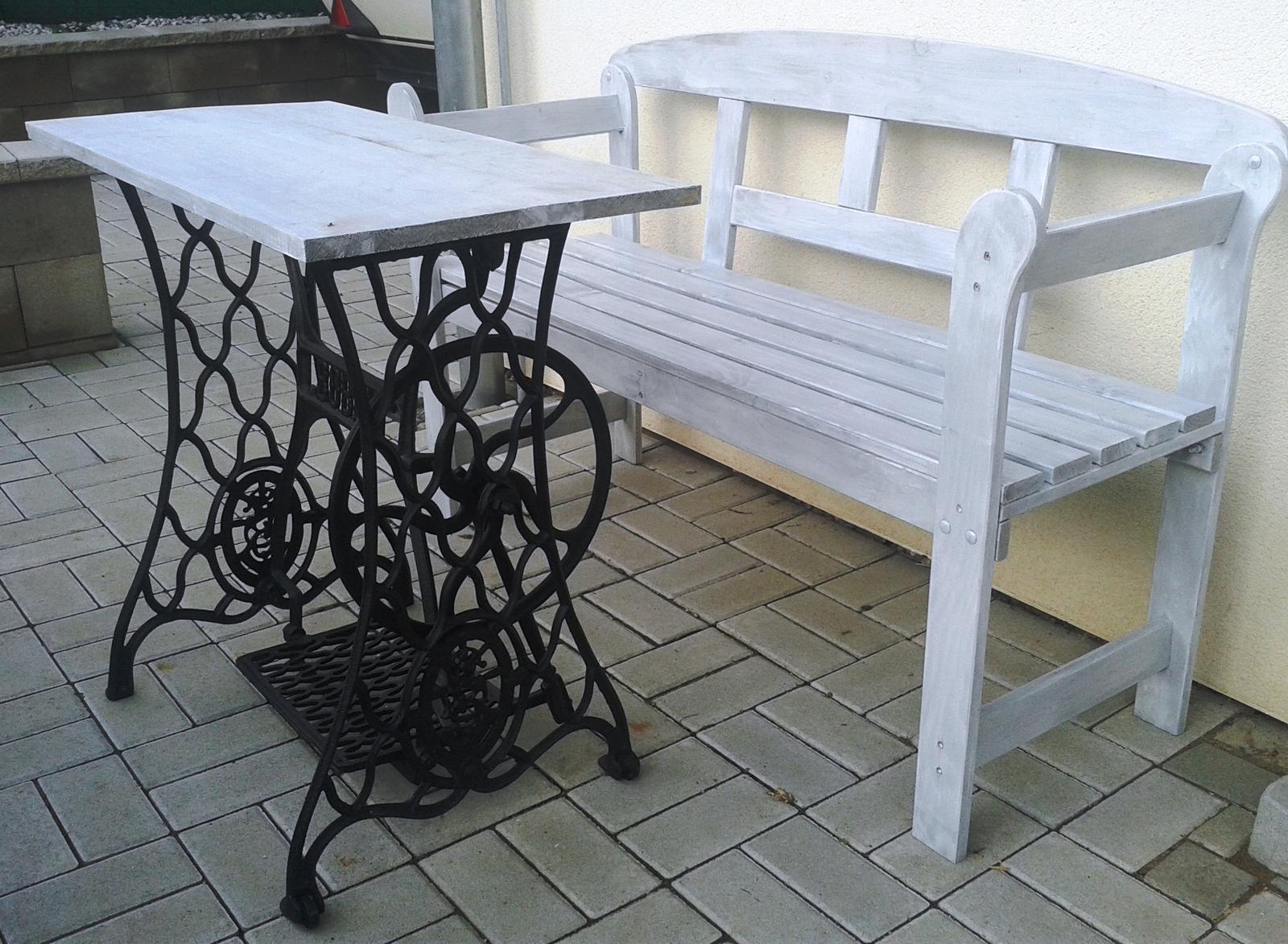 Moje výtvory - Opravený starý šicí stroj z aukra a natřená lavička z Penny