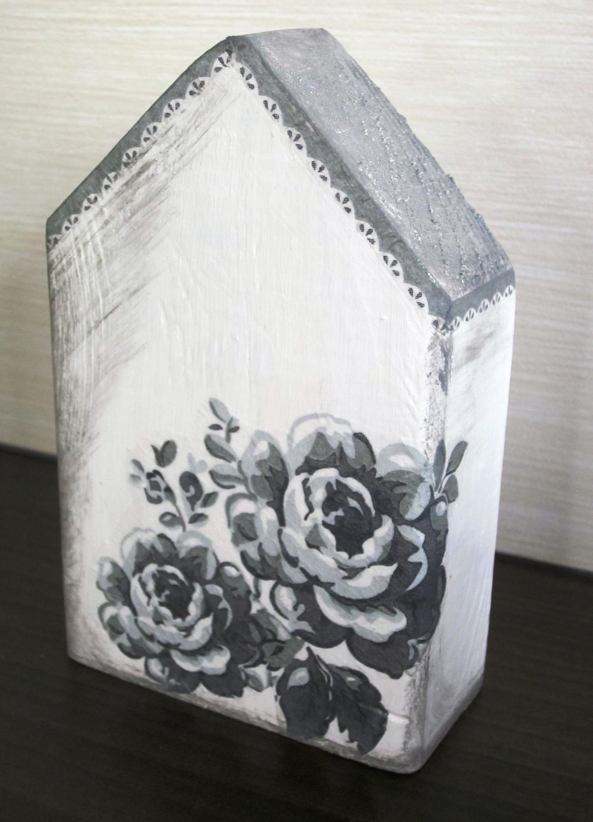 Moje výtvory - Domeček ze zbytků dřeva+ trocha barvy + ubrousek = dekorace skoro zadarmo :-)