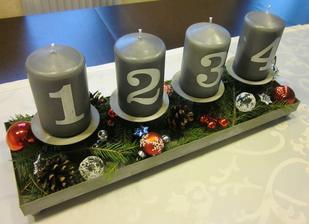 Letošní sdventní svícen, svíčky jsou z Kiku