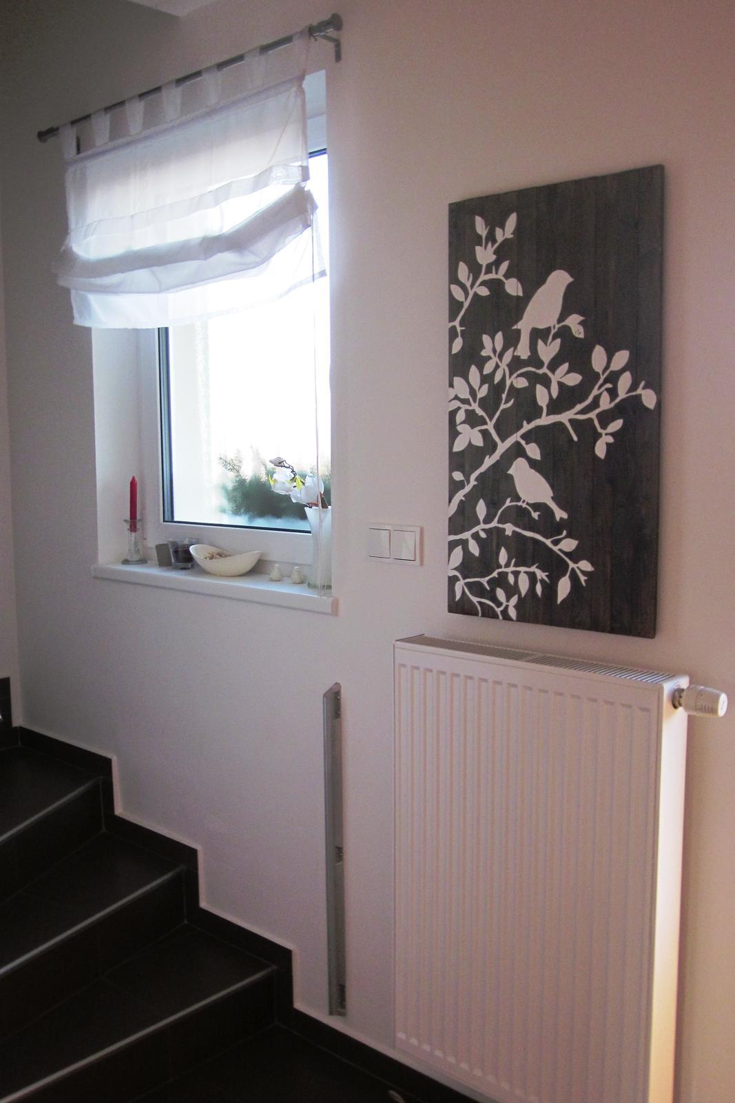 Moje výtvory - Mám z něj radost a hlavně je funkční- zakrývá plastová dvířka od čehosi ve zdi