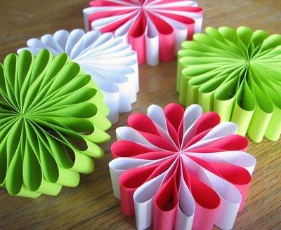 Inspirace k vyrábění - S papírem se dá pohrát...