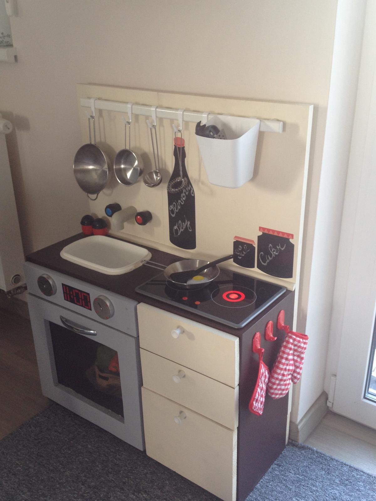 Moje výtvory - Kuchyňka ze staré televize :-)