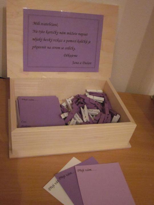 """Co už máme - Ideálně se hodí na naší """"knihu"""" hostů :-D Kartičky se budou věšet na stromek ověšený sádrovými srdíčky."""