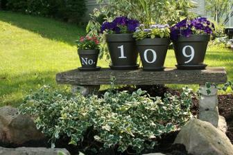 http://diyshowoff.com/2009/06/house-number-flower-pots.html