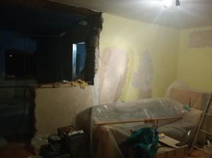 zaciname skrabat steny...esteze strop nemusime