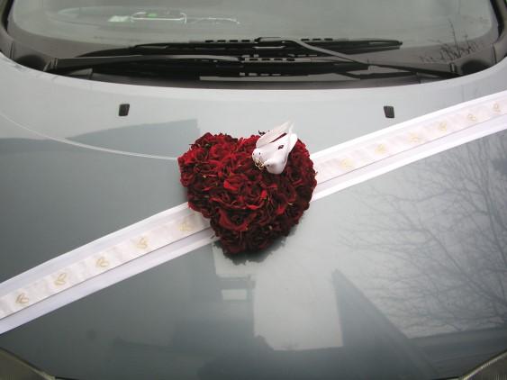 Nase male pripravy (2 svadby behom 1 roka)  ;)) - Pekne len ina stuzka a inej farby ruze...